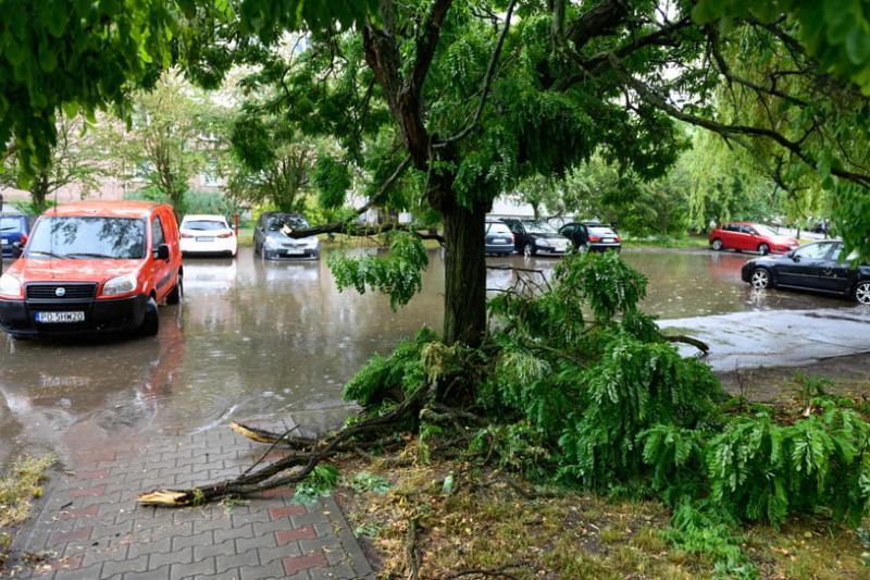 Зірвані дахи і затоплені вулиці: Польщею прокотився потужний буревій