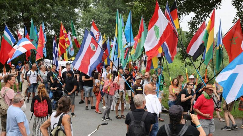 В Амстердамі тисячі людей вийшли на протест проти карантинних обмежень