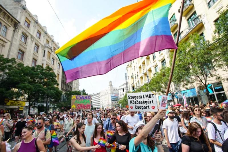 У Будапешті проходить багатотисячний ЛГБТ-прайд