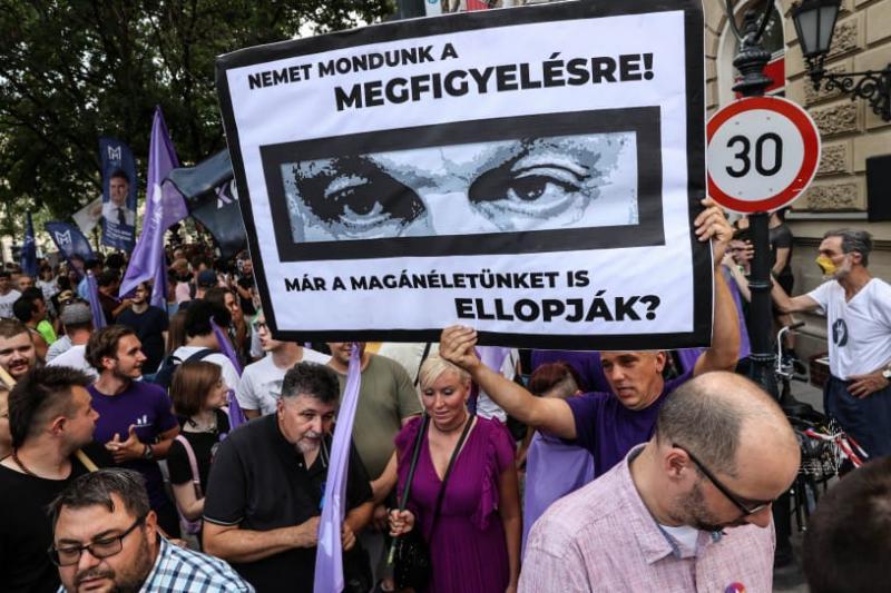 Угорці вийшли на протест після повідомлень про шпигунство уряду Орбана