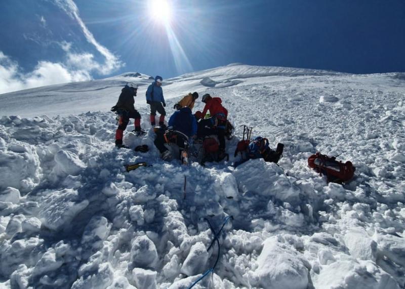 Троє українців і двоє поляків постраждали внаслідок сходження лавини на Казбеку