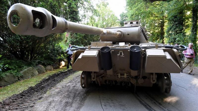 У Німеччині пенсіонера, який зберігав у підвалі танк, оштрафували на 250 тисяч євро