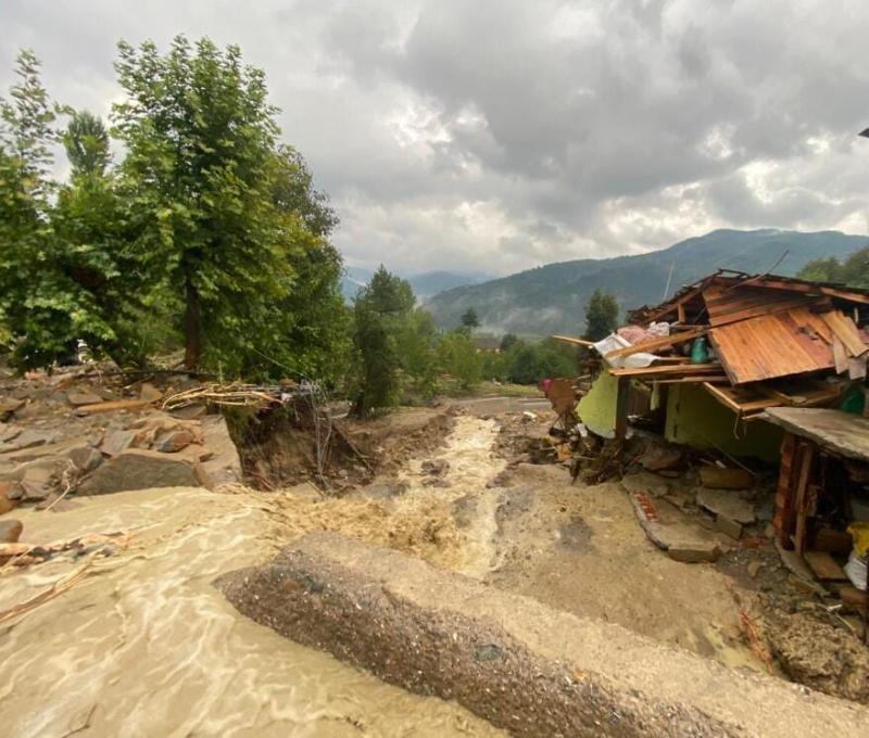 Кількість загиблих внаслідок повеней на півночі Туреччини досягла 11, одну людину шукають