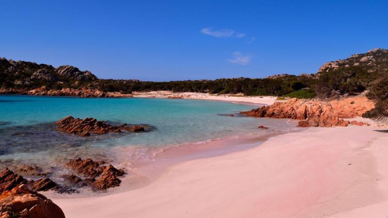 Туристи за сезон вивезли 6 тонн піску з пляжів Сардинії, незважаючи на штрафи