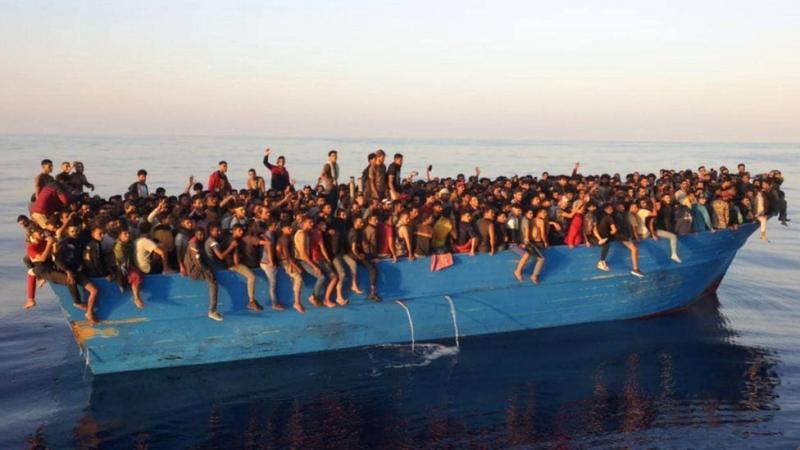 Біля узбережжя Італії врятували рекордну кількість мігрантів - 539 осіб в одному човні