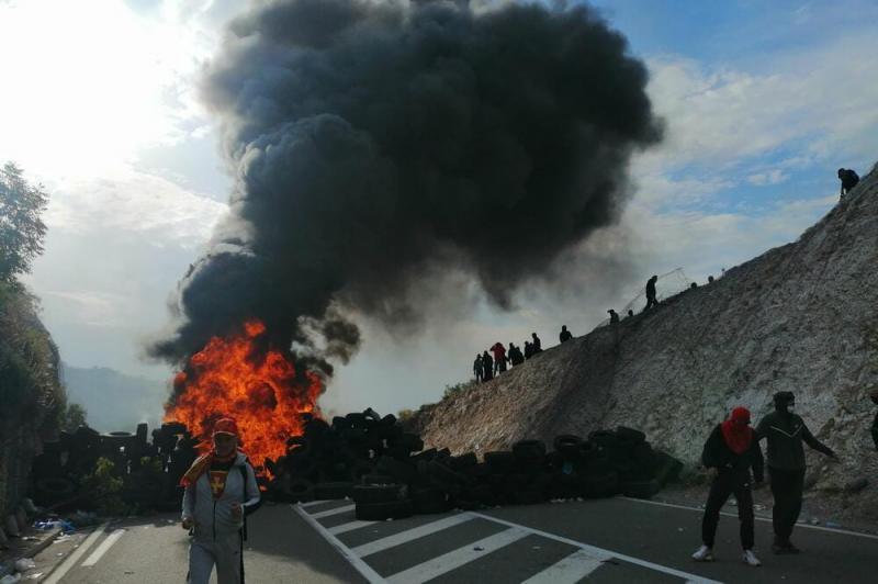 Палаючі шини і сльозогінний газ: у Чорногорії сутички через інтронізацію митрополита
